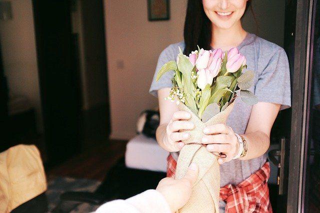 El significado de la flor: ¿enamorarse, pedir perdón o agradecer?