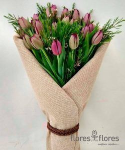 hermoso ramo de tulipanes